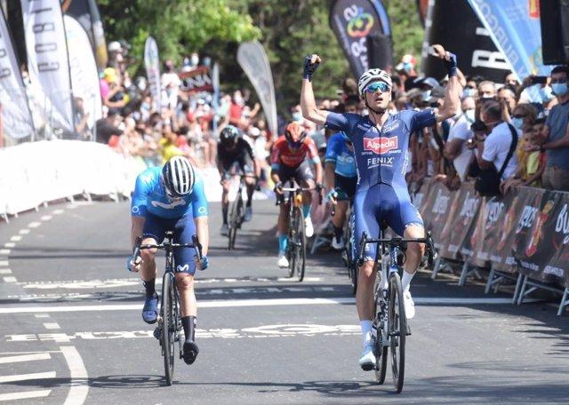Eddy Planckaert celebra su triunfo en la primera etapa de la Vuelta a Burgos 2021