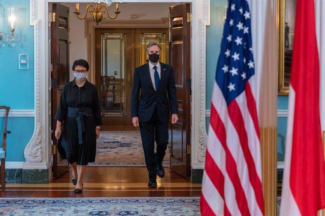 La ministra de Exteriores de Indonesia, Retno Marsudi, y el secretario de Estado de EEUU, Antony Blinken.