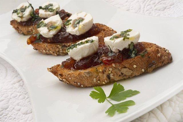 Bocados de queso TGT con mermelada de tomate
