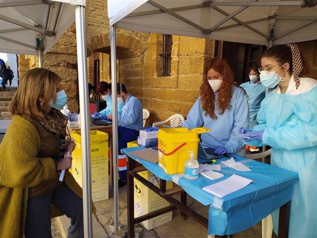 Archivo - Nota De Prensa: Salud Comienza A Administrar Vacunas Contra El Covid 19 A Los Mayores De 80 Años De Cádiz, Chiclana, El Puerto Y Vejer