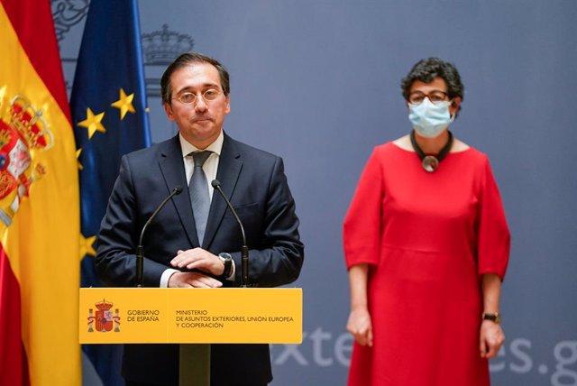 El nuevo ministro de Asuntos Exteriores, Unión Europea y Cooperación, José Manuel Albares, interviene tras recibir la cartera ministerial de manos de su predecesora, Arancha González Laya, en el Palacio de Santa Cruz, a 12 de julio de 2021, en Madrid (Esp