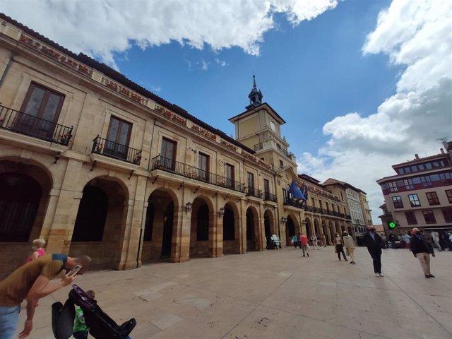 Ayuntamiento de Oviedo, Plaza de la Constitución.