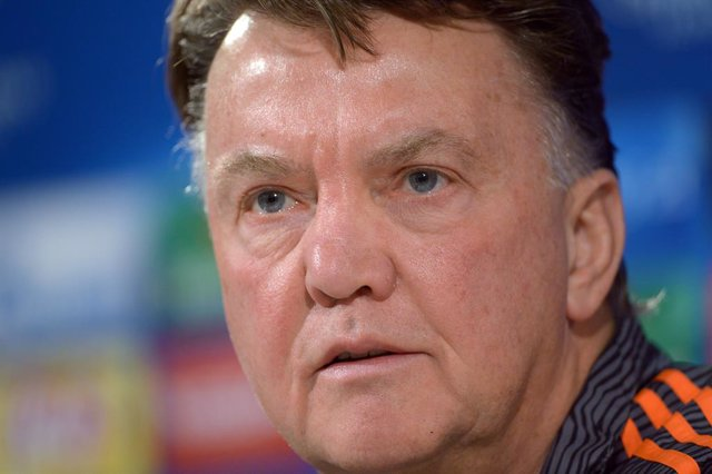 Archivo - FILED - 07 December 2015, Lower Saxony, Wolfsburg: Then Manchester United's head coach Louis van Gaal speaks during a press conference. van Gaal will coach the Netherlands for a third stint after being confirmed as the new national boss by the f