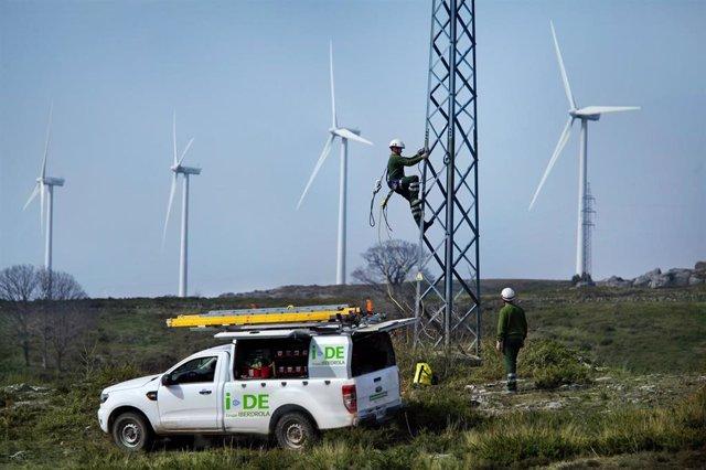 Trabajos de mantenimiento en las redes eléctricas de Iberdrola