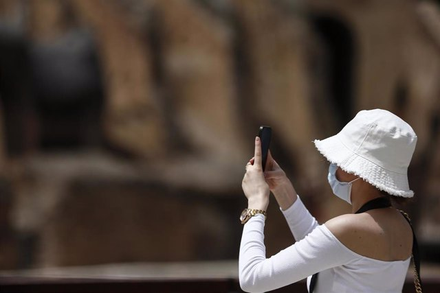01 August 2021, Italy, Rome: A tourist wearing a face mask takes pictures with her phone in the Colosseum. Photo: Cecilia Fabiano/LaPresse via ZUMA Press/dpa