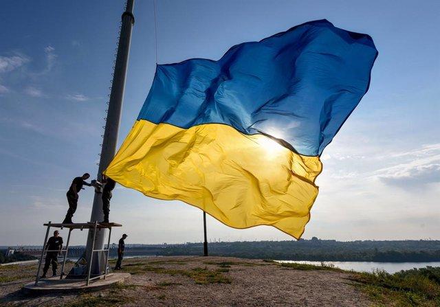 Archivo - Imagen de archivo de una bandera de Ucrania.