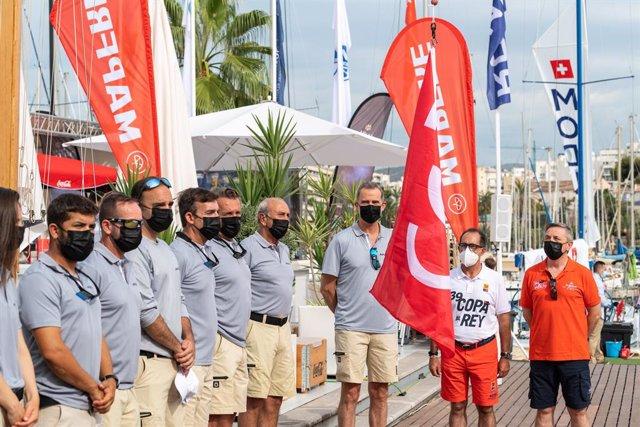 Ceremonia de izado de bandera en el RCNP por el V Centenario de la primera vuelta al mundo.