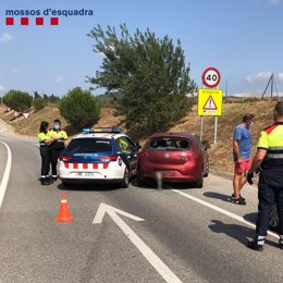 Un conductor embriac ha fet xocar el seu cotxe contra el dels Mossos per intentar fugir de la policia en Vidreres (Girona)