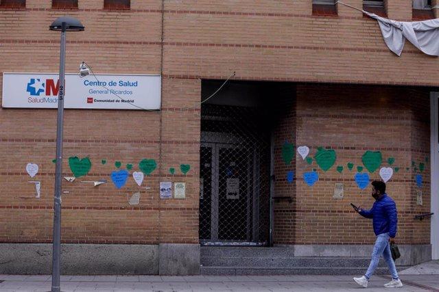 Archivo - Fachada del Centro de Salud General Ricardos ubicado en Carabanchel, Madrid, (España)