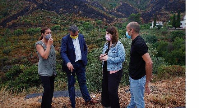La consellera d'Investigació i Universitats Gemma Geis, en la seva visita a les zones afectades pels focs de l'Alt Empordà (Girona)
