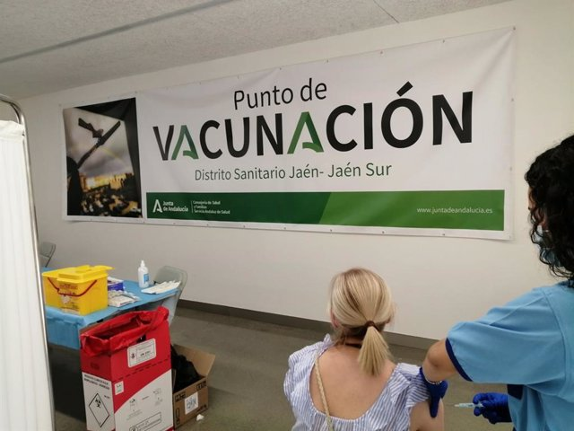 Archivo - Imagen de archivo de un punto de vacunación de covid-19.