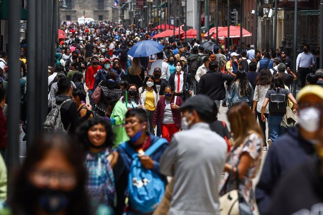 08 July 2021, Mexico, Mexico City: People crowd in the streets of the Historic Center of Mexico City despite the continuation of the yellow epidemiological traffic light due to the pandemic of Covid-19. Photo: -/El Universal via ZUMA Wire/dpa