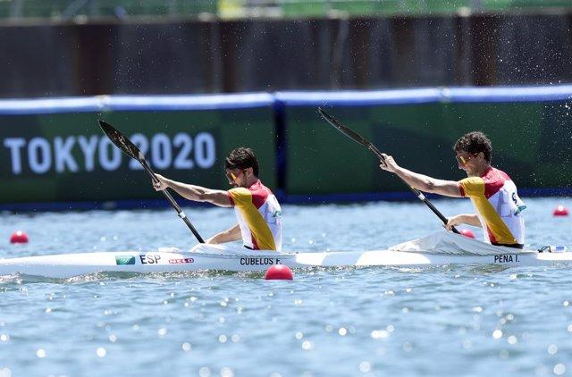 Paco Cubelos e Íñigo Peña durante el K2 1000 metros de los Juegos Olímpicos de Tokio