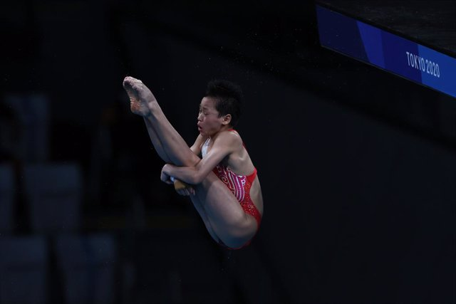 05 August 2021, Japan, Tokyo: China's Quan Hongchan competes in the women's 10m platform diving final contest at the Tokyo Aquatics Centre during the Tokyo 2020 Olympic Games. Photo: Oliver Weiken/dpa