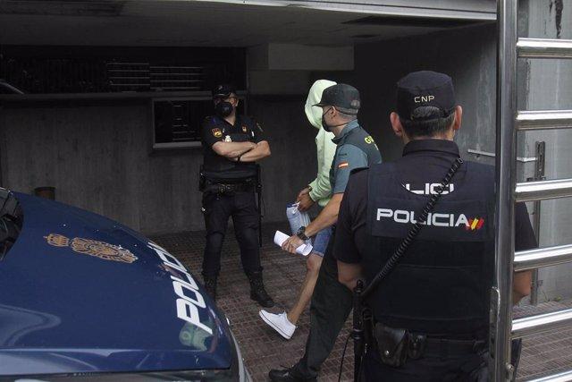 Uno de los acusados por el crimen de Samuel Luiz a su llegada al juzgado en A Coruña.