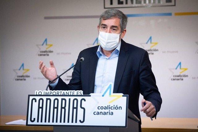Archivo - El secretario general de CC, Fernando Clavijo, en rueda de prensa