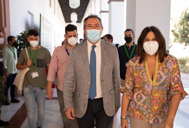 El secretario general del PSOE, Juan Espadas, y la portavoz en el Parlamento de Andalucía, Angeles Férriz, en una imagen de 21 de julio.