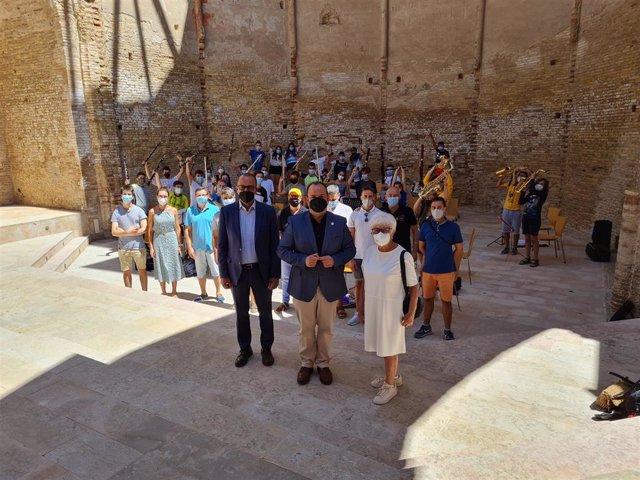 """El consejero de Educación, Cultura y Deporte del Gobierno de Aragón, Felipe Faci, se ha reunido con los jóvenes participantes en la XXI edición del encuentro Jóvenes Músicos """"Villa de Magallón"""","""