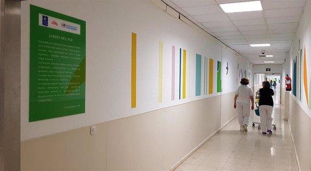 Archivo - Decoración de los pasillos de las Urgencias del Hospital 12 de Octubre