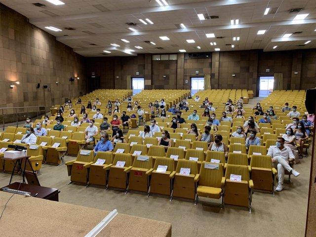 Acto de bienvenida a nuevos especialistas internos residentes en el Hospital Universitario Virgen Macarena en una imagen de archivo.