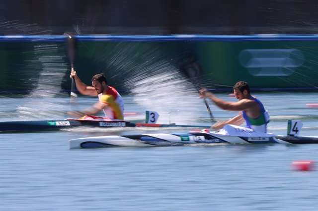 05 August 2021, Japan, Tokyo: Spain's Saul Craviotto (L) and Italy's Manfredi Rizza compete in the Men's Kayak single 200m semifinals of the Canoe Sprint competitions, at Sea Forest Waterway, during the Tokyo 2020 Olympic Games. Photo: Jan Woitas/dpa