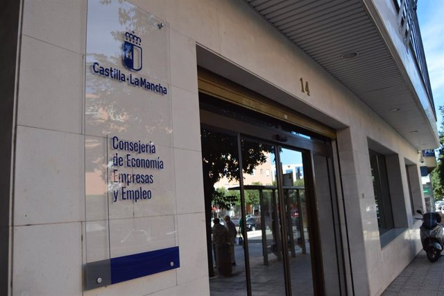 Archivo - Sede de la Consejería de Economía, Empresas y Empleo de C-LM.