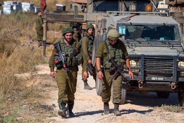 Archivo - Militares del ejércitro de Israel desplegados en los Altos del Golán, en la frontera norte con Líbano