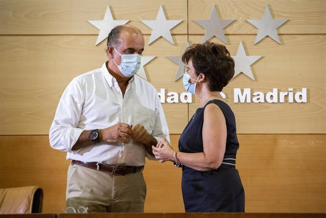 Antonio Zapatero y Elena Andradas en rueda de prensa