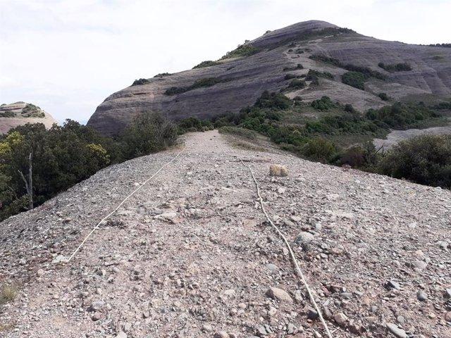 Accés amb cordes noves al Montcau, en el Parc Natural de Sant Llorenç de Munt i l'Obac.