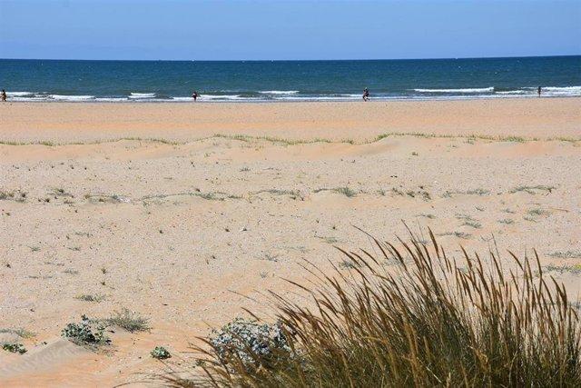 Archivo - Playa de la Canaleta en Punta Umbría (Huelva).