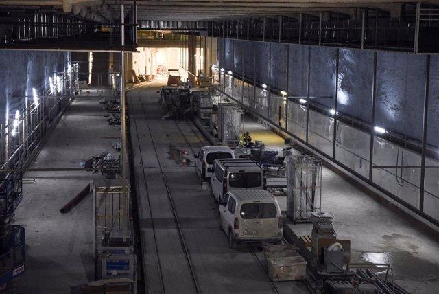 Una de las instalaciones del cañón peatonal entre la estación de Bailén y la futura estación de Alacant de la L10