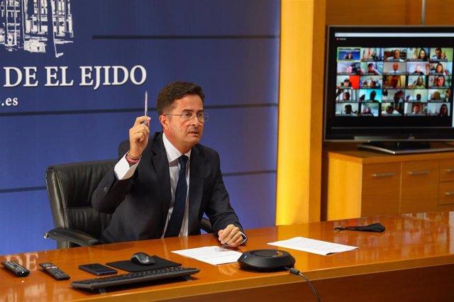El alcalde de El Ejido, Francisco Góngora (PP), en el pleno de aprobación de los presupuestos de 2021