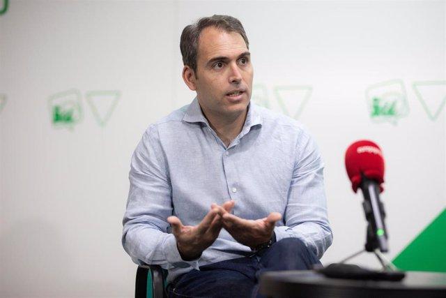 El coordinador general de IU en Andalucía, Toni Valero, durante la entrevista para Europa Press, a 31 de julio de 2021, en Sevilla (Andalucía, España).