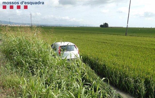 El vehicle robat després de l'accident.