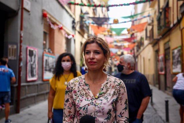 La portavoz del Partido Socialista en la Asamblea de Madrid, Hana Jalloul, en el barrio de Lavapiés, a 7 de agosto de 2021, en Madrid (España).