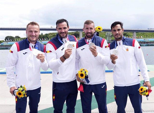 El K4 500 español, formado por Marcus Cooper, Saúl Craviotto, Carlos Arévalo y Rodrigo Germade, medalla de plata en los Juegos Olímpicos de Tokyo 2020