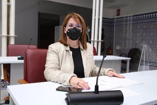 Archivo - El PP denuncia que la Región solo recibe a un examinador de la DGT y exige un aumento urgente de la plantilla