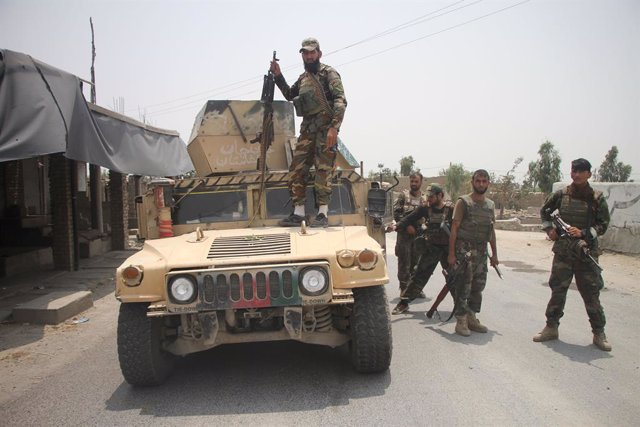 Integrantes de las fuerzas de seguridad afganas durante un operativo contra los talibán en la provincia de Laghman.