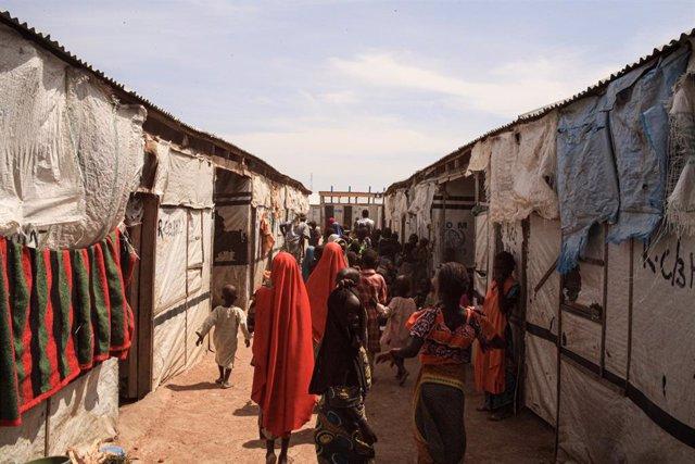 Archivo - Desplazados internos en Borno