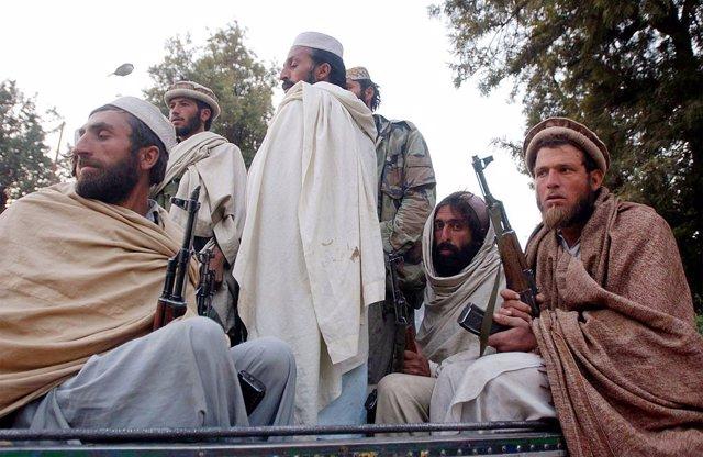 Archivo - Antiguos combatientes talibán en Jalalabad