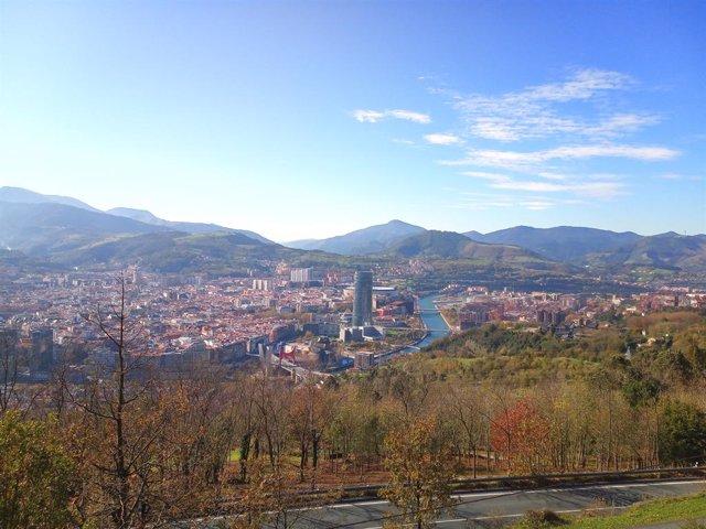 Archivo - Arxivo - Vista general de Bilbao amb temps assolellat