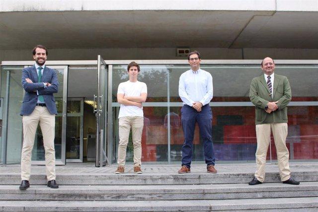 Iñigo Apaolaza, Telmo Blasco, Franscisco Planes y Ángel Rubio, investigadores del departamento de Ingeniería Biomédica de Tecnun, Escuela de Ingeniería de la Universidad de Navarra