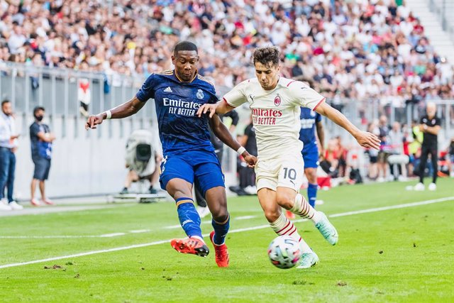 08 August 2021, Austria, Klagenfurt: Real Madrid's David Alaba (L) and AC Milan's Brahim Diaz battle for the ball during the Pre-Season Friendly soccer match between Real Madrid and AC Milan at Worthersee Stadium. Photo: Expa/Dominik Angerer/APA/dpa