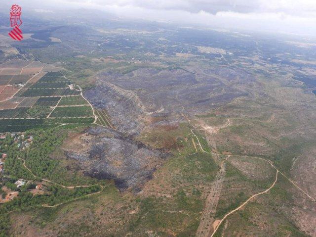 Terreno afectado por el incendio forestal de Rafelguaraf