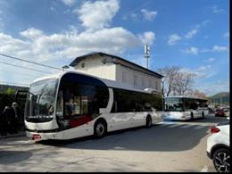Un dels autobusos que connecta estacions de Ferrocarrils de la Generalitat de Catalunya (FGC).