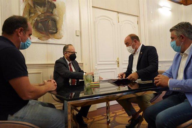 Firma del acuerdo de colaboración entre la Diputación de Segovia y la USAL para continuar las excavaciones en la ciudad romana de Confloenta.