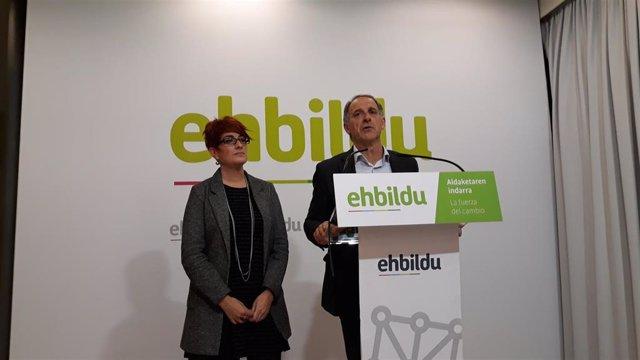 Archivo - Adolfo Araiz y Bakartxo Ruiz, parlamentarios de EH Bildu
