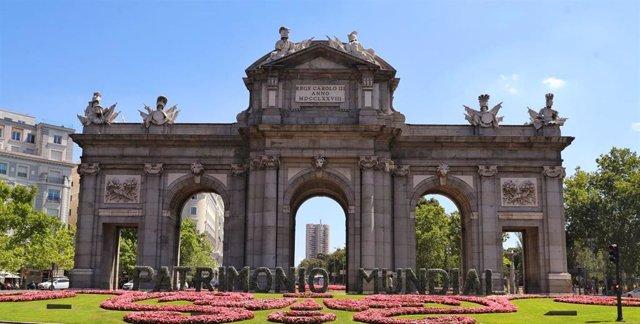 La Puerta de Alcalá recuerda que el Paisaje de la Luz ya es Patrimonio Mundial.