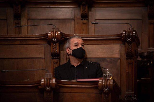 El primer tinent d'alcalde de Barcelona, Jaume Collboni, intervé en una sessió plenària a l'Ajuntament de Barcelona, a 23 de juliol de 2021, a Barcelona, Catalunya (Espanya). Aquest Ple és l'últim que se celebra abans de l'aturada estival i el pri
