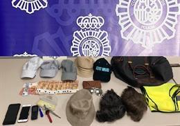 Efectos incautados a los miembros de dos grupos organizados dedicados a robos en el aparcamiento del aeropuerto de Málaga-Costa del Sol.